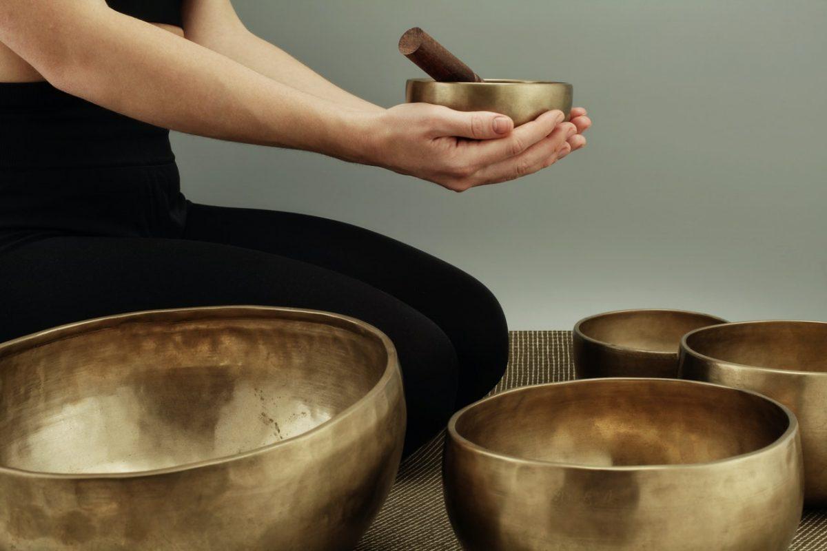 Masaż dźwiękiem, czyli co mogą zdziałać gongi i misa