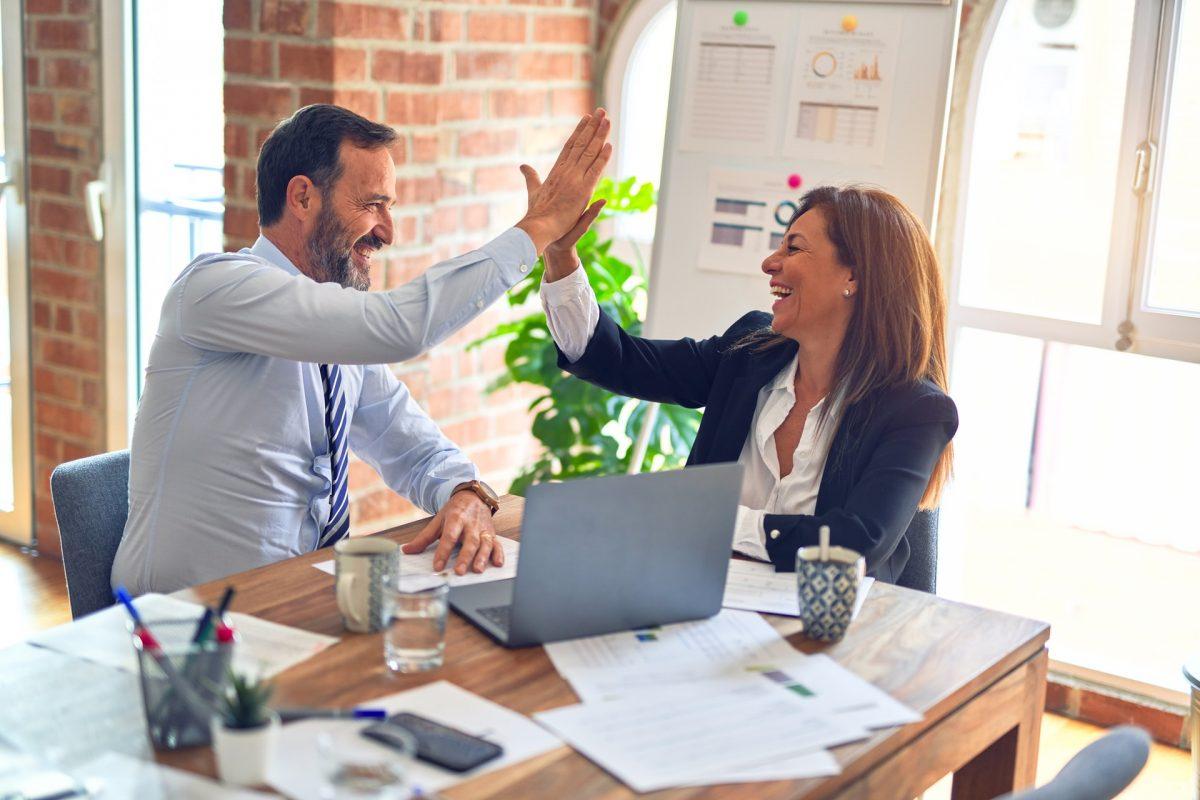 Lubisz współpracować z innymi? Poznaj zasady efektywnej współpracy