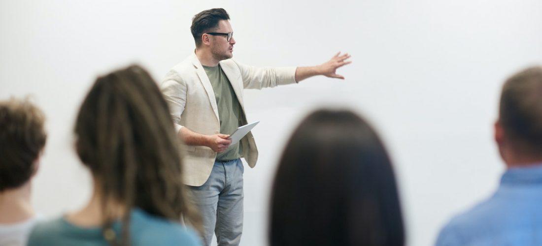 Wystąpienia publiczne – jak dobrze wypaść przed innymi?