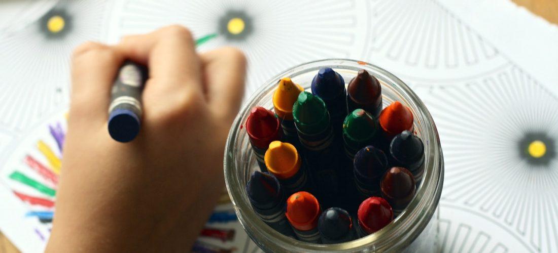 Kolorowanki antystresowe – dlaczego warto z nich korzystać?