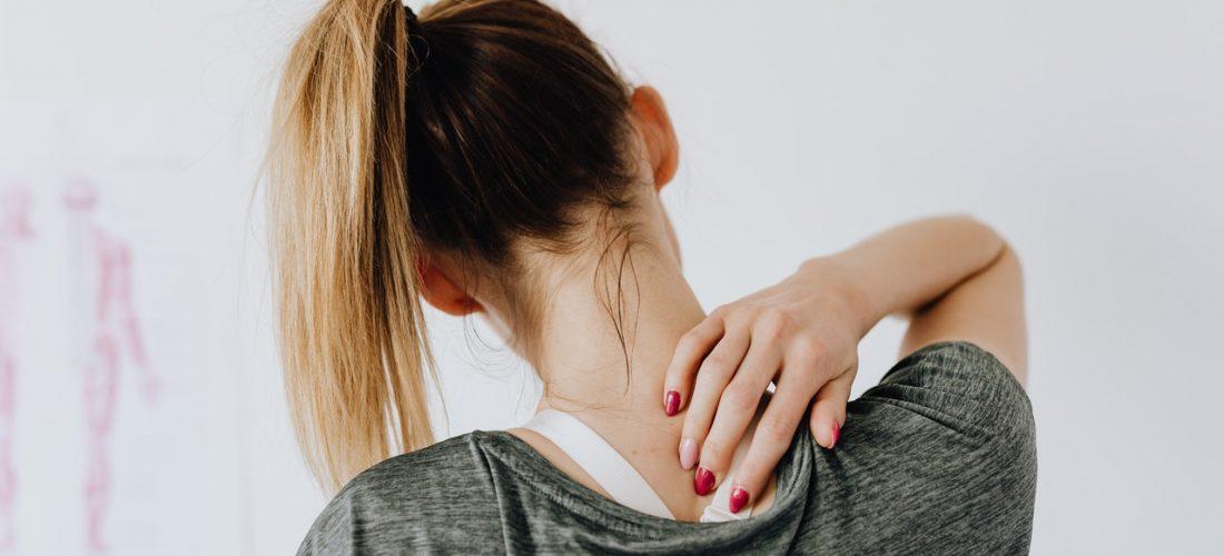 Często boli Cię kark? Oto najlepsze ćwiczenia na ból karku