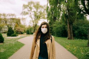 Czas pandemii skrócił życie Polaków o ponad rok!