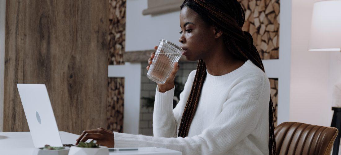 Dlaczego odpowiednie nawadnianie organizmu jest tak ważne? Sprawdź, co się dzieje, gdy pijesz zbyt mało wody